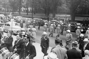 1946 Victory Reunion parade, where attendees are led by kilted bagpipers. (HS 2204)